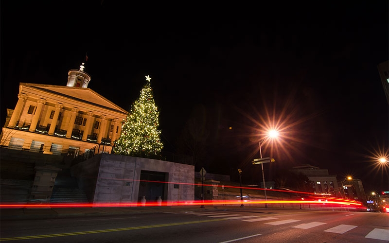 custom-commercial-holiday-lighting-at-the-tn-state-capital_2780