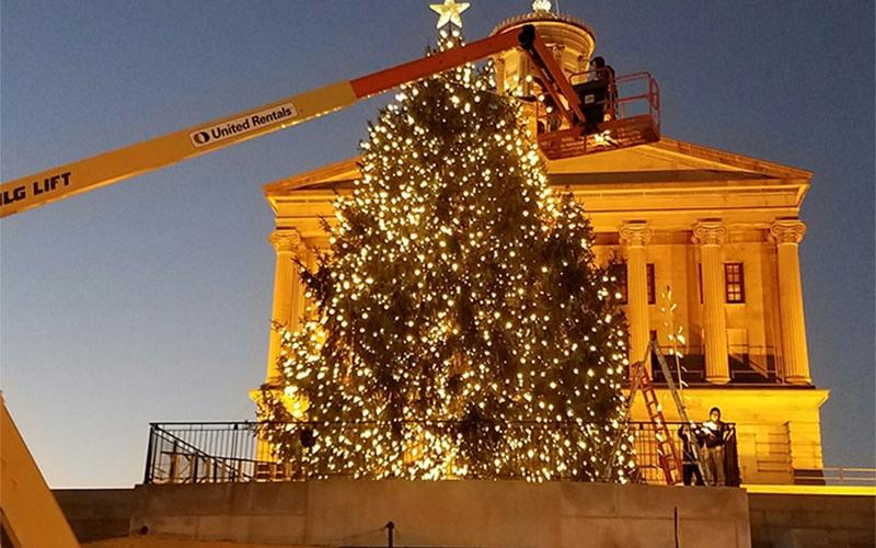 nashvilel-custom-christmas-tree-lighting-at-the-capitol