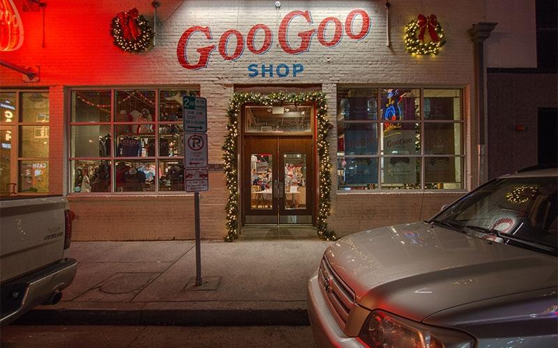 nashville-custom-commercial-holiday-lighting-at-the-famous-goo-goo-story