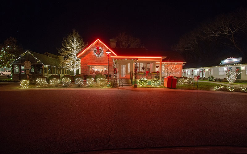nashville-custom-holiday-lighting-at-the-loveless-cafe-2015-holiday-1