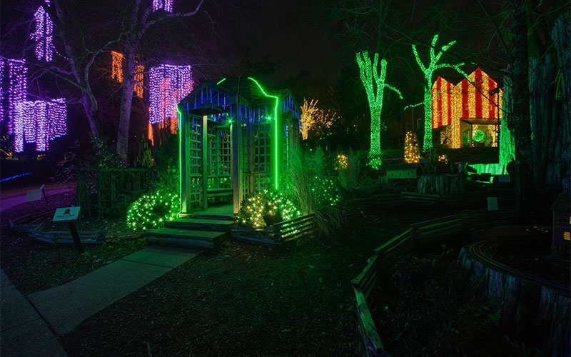nashville-holiday-lighting-at-checkwood-gardens