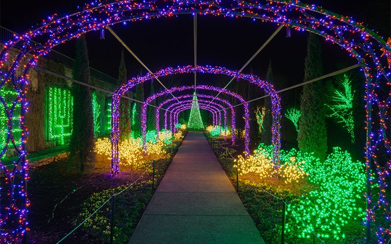 nashville-tn-commercial-holiday-lighting-with-lighted-arches