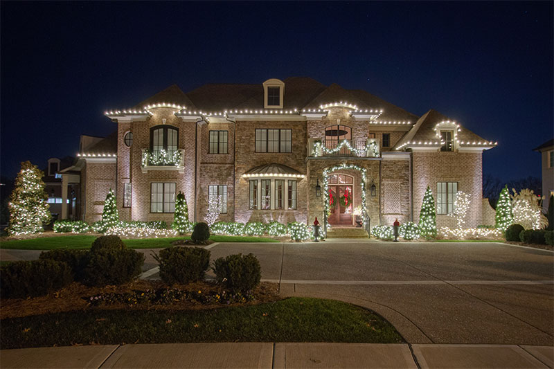 brentwood-elegant-holiday-outdoor-lighitng