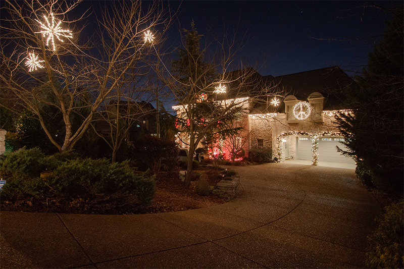 green-hills-tn-retro-themed-holiday-outdoor-lighting