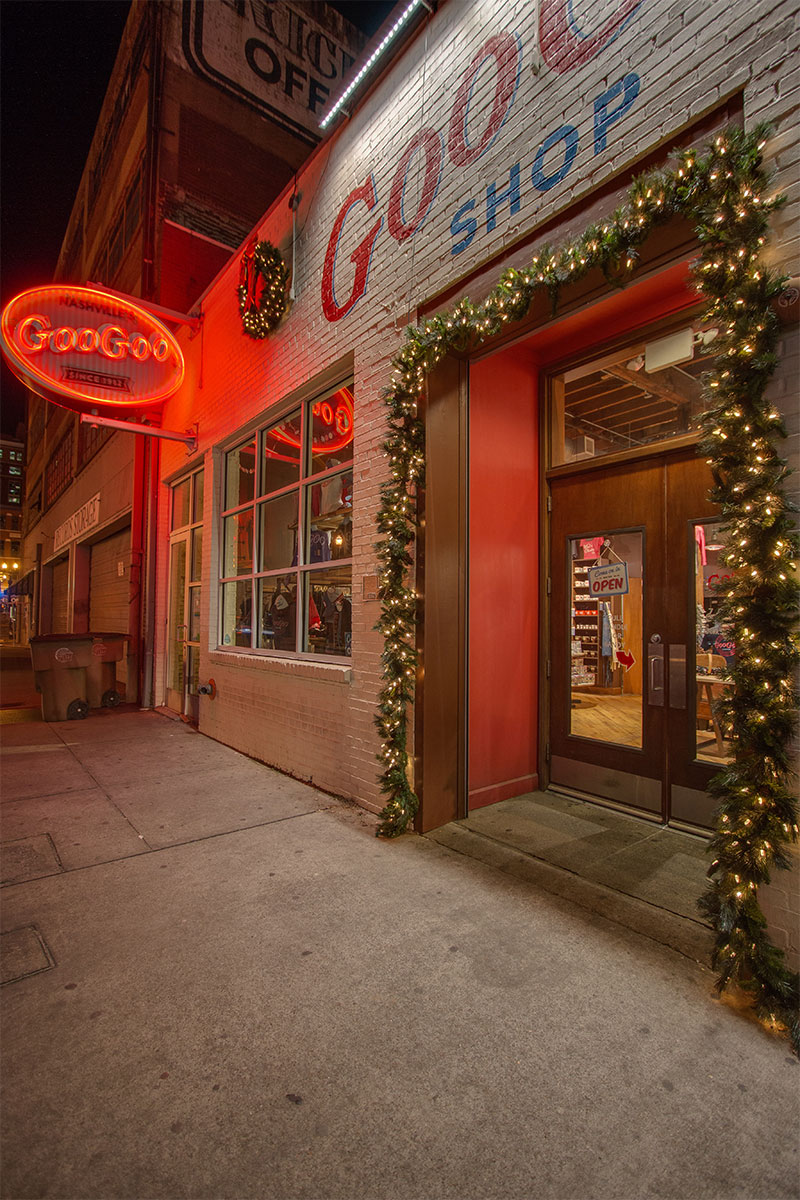 nashville-commercial-holiday-entry-lighting-at-the-goo-goo-story