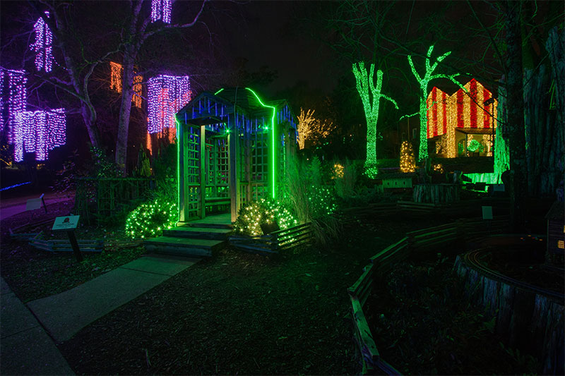 nashville-holiday-lighting-at-checkwood-gardens