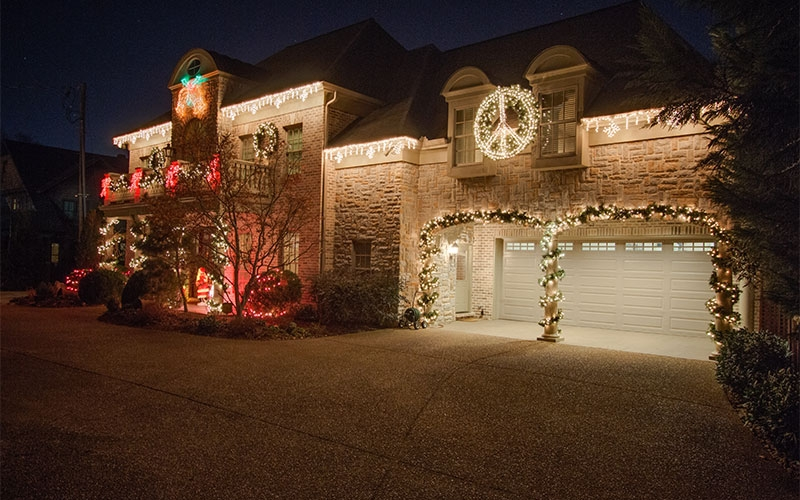 green-hills-tn-hippie-themed-holiday-lighting