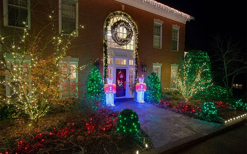 nashville-tn-themed-holiday-outdoor-lighting